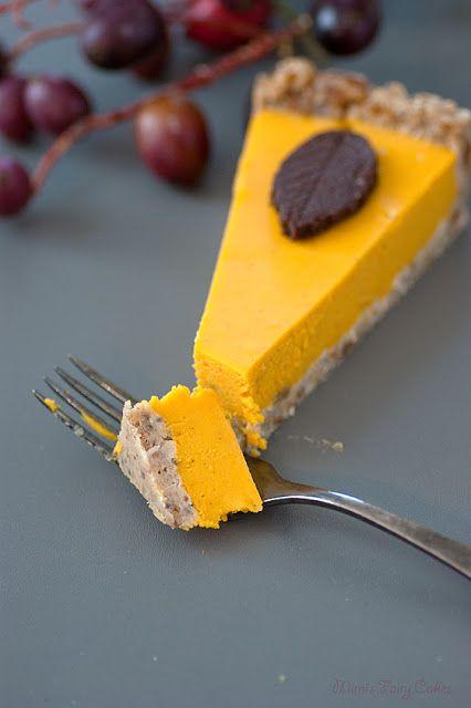 Mimi's Fairy Cakes: Rawrrr! - Herbstlicher veganer Kürbis Pie ohne Backen mit Schokoblättern