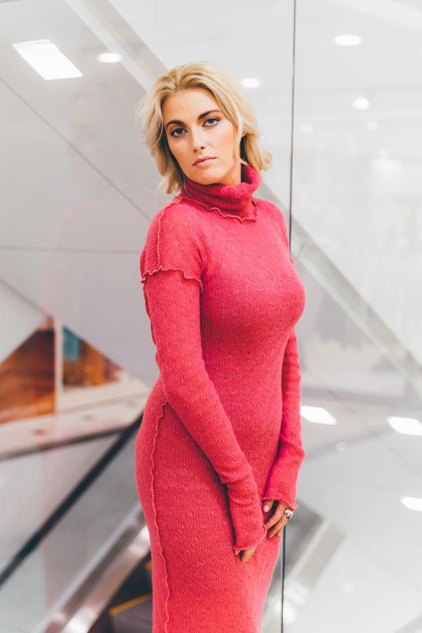 UONA.ru - интернет-магазин одежды российского бренда UONA | Платье-водолазка, длинное (ярко-розовый)