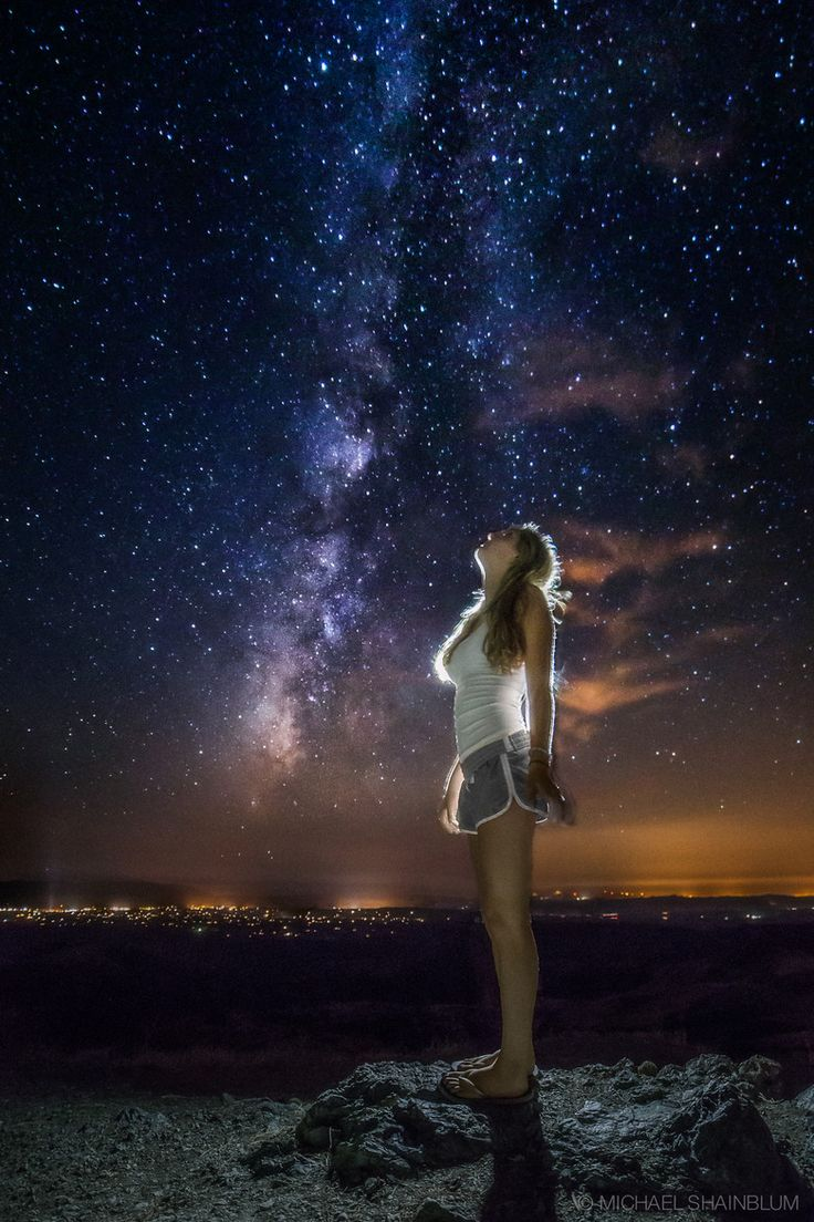 Alone Girl In Beach Wallpaper Being Able To See The Star Is Almost Like Being Able To