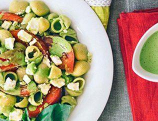 Постный макаронный салат со свежими помидорами и авокадо  Время подготовки:  7 минут.   Время приготовления: 5 минут.