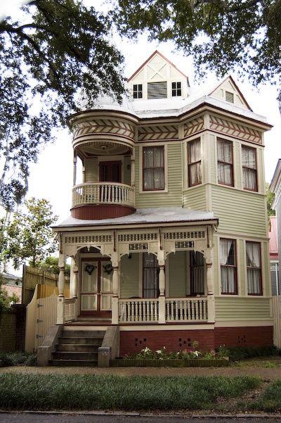 Ooooo its a victorian..ish house …