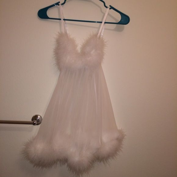 Fredericks of Hollywood marabou feather babydoll White just cleaned and feathers fluffed great condition comes with matching underwear ✨ babydoll with marabou feathers Frederick's of Hollywood Dresses Mini