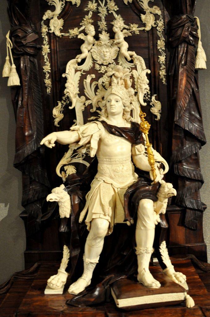 Palazzo Madama, Torino: Simon Troger, Il giudizio di Salomone, 1741 (avorio, legno, vetro, ferro, bronzo dorato)