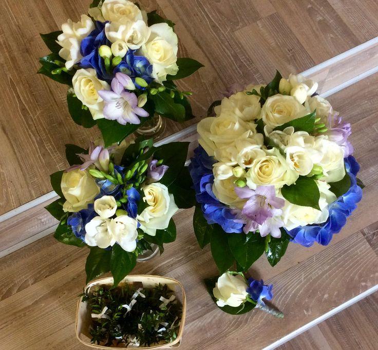 Svatební růže, frezie, hortenzie