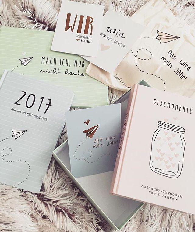 Der Abenteuerkalender 2017 und das 3 Jahre-Tagebuch Glasmomente sind die perfekte Kombination. 2017 wird mein Jahr, calender, diary, planning, structure, remembering, pink, light-blue, 2017, year, postcards, carpet, bag