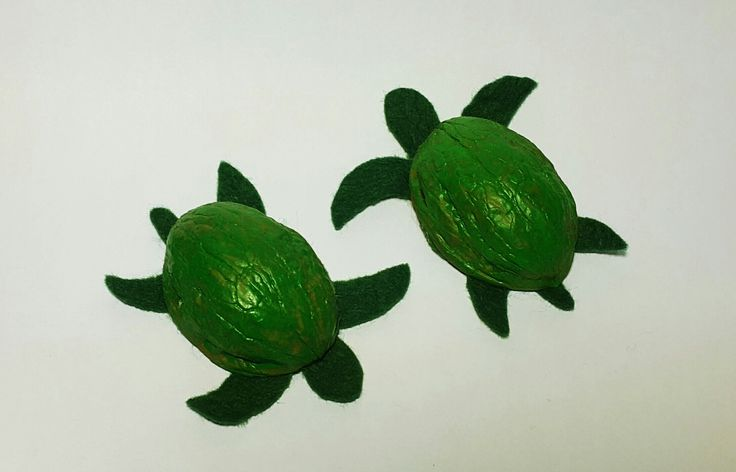 Sea turtles made from walnut shells and felt #upcycle #recycle #handmade #craftyfeelings