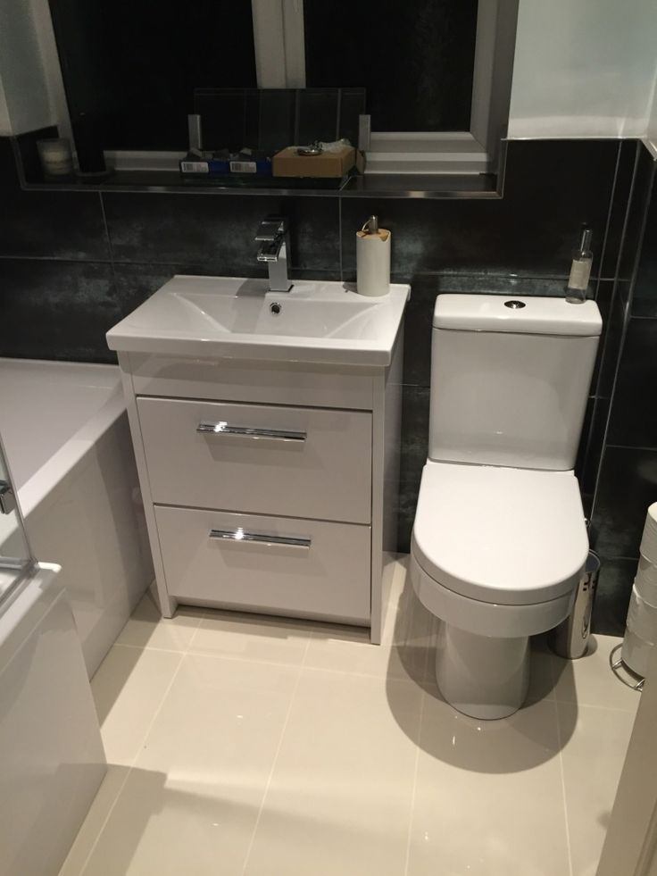 #VPShareYourStyle Becky from High Wycombe uses a monochrome style with sleek bathroom furniture to create a great contempory design.