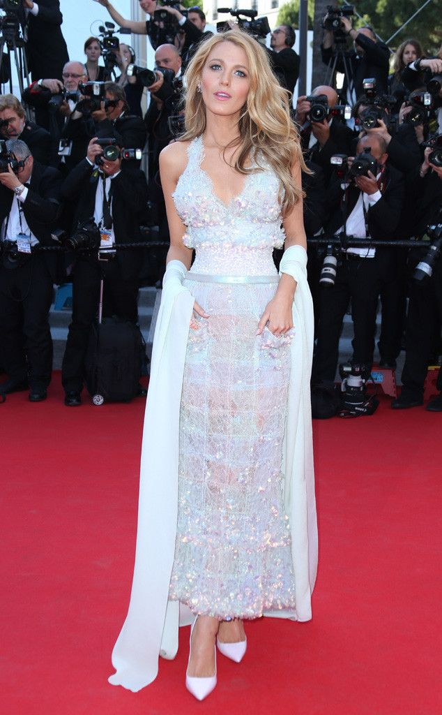 Blake Lively is perfection in this dazzling white Chanel Couture design!