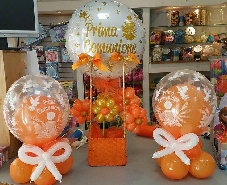 centrotavola di palloni insider e cestino mongolfiera con pallone prima comunione