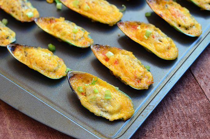 Baked Tahong (Baked Mussels with Mayo-Chili Topping) so so yummy. I need to make these at home