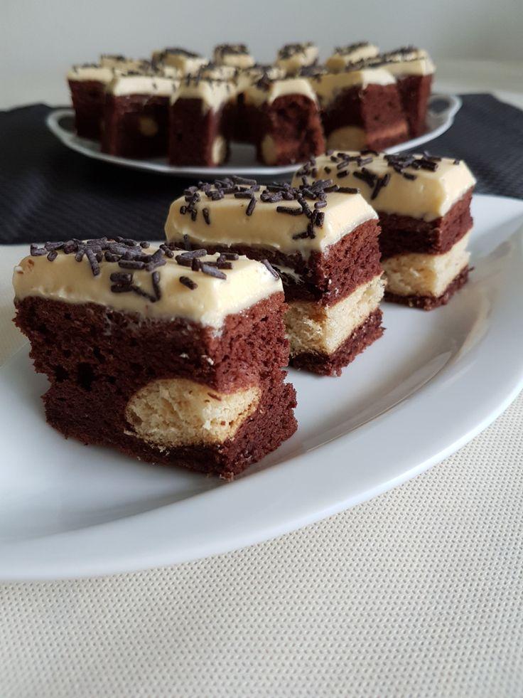 Este o prăjitură simplă, cu aromă de cafea şi vanilie, un blat pufos completat de pişcoturile din interior, subtil vizibile. Ingrediente blat : 5 albuşuri, 140 gr zahăr, 100 ml lapte, 50 ml ulei, 1…