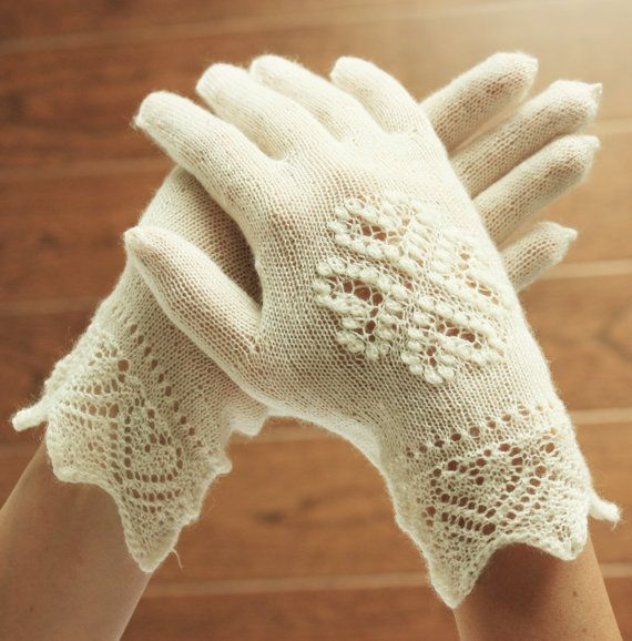 Hand knitted bridal lace gloves by DoubleLknits #estonianlace #laceknitting