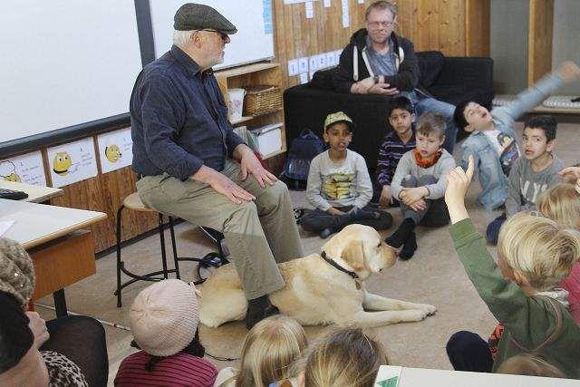 Sådan er livet som blind: Dus med førerhunden