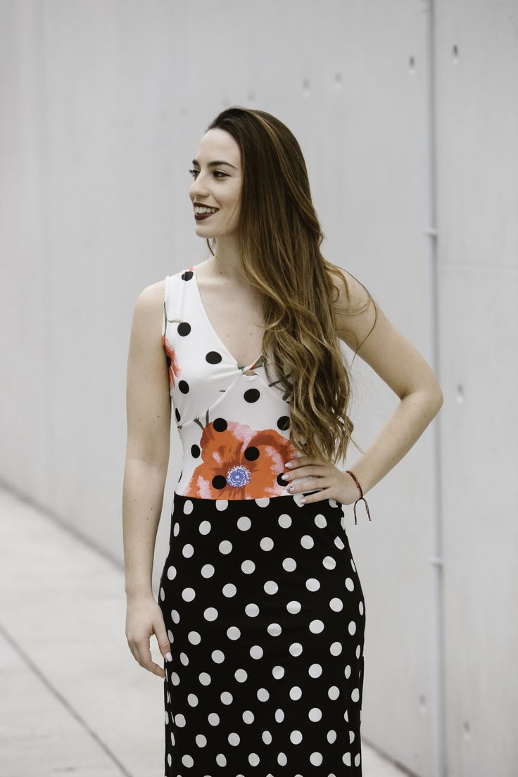 Polka dot dress with floral details - Great for dancing and spring looks!