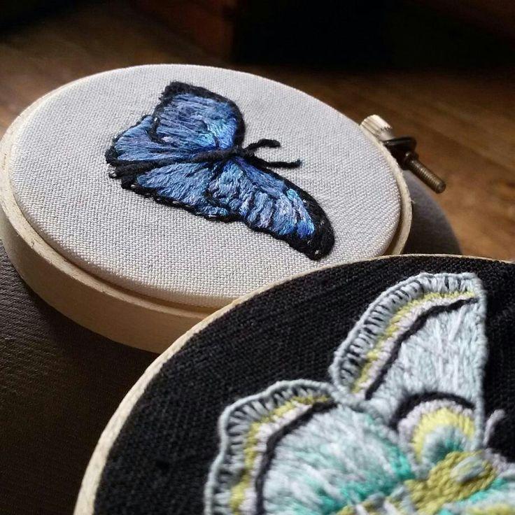 Mariposas bordadas a mano.