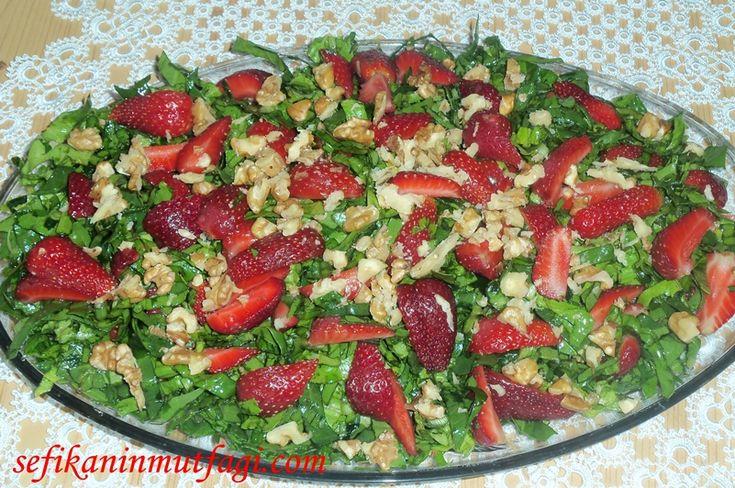 Çilek  mevsimi geçmeden bu #lezzetli  salatayı mutlaka denemelisiniz #Çilek   #ıspanak #salatatarifi #salad     Çilekli Ispanak Salatası http://sefikaninmutfagi.com/cilekli-ispanak-salatasi/