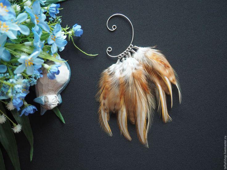 Утонченное превосходство - бежевый кафф с крупными яркими перьями - яркий кафф, летний кафф