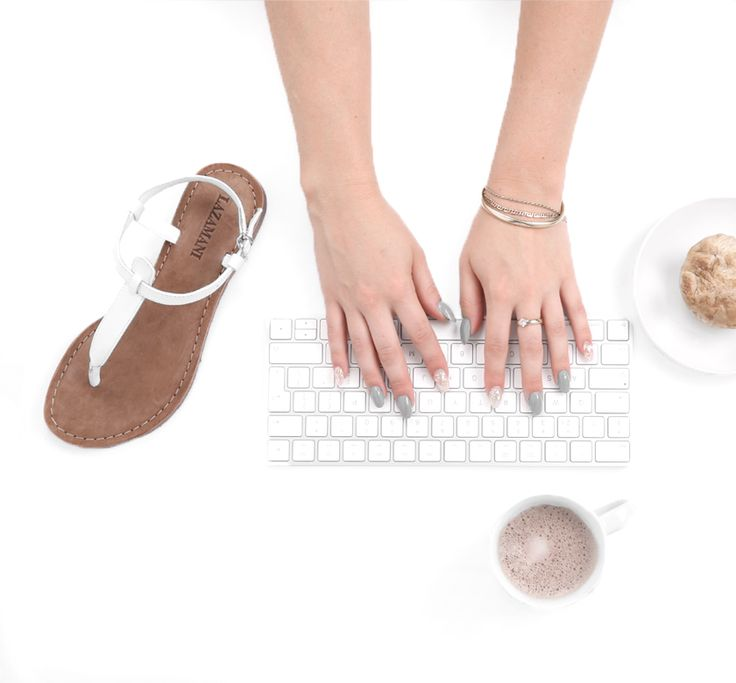 Met deze witte sandalen van Lazamani begin jij de zomer goed! https://www.sooco.nl/lazamani-75-345-witte-platte-sandaal-24455.html