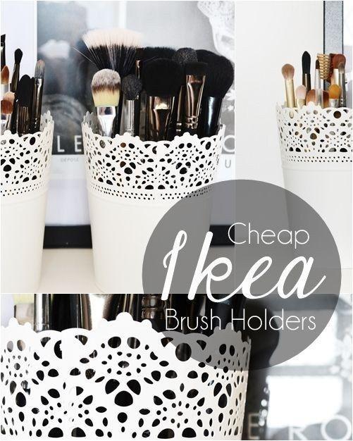 SKURAR-Übertöpfe sind eine außerordentlich reizende Art, um die Schminkpinsel aufzubewahren. 37 clevere Arten, Dein Leben mit IKEA-Sachen zu organisieren
