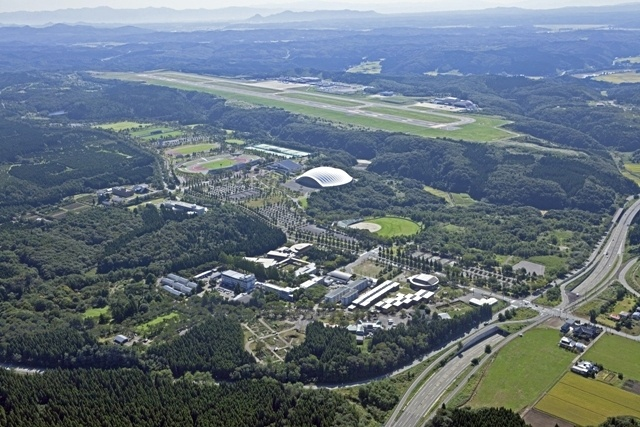The bird's-eye view of Akita International University and Akita Airport.