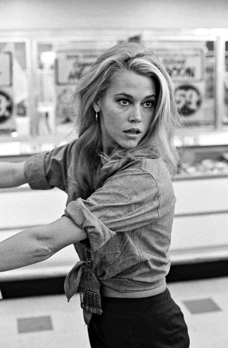 Jane Fonda shopping in chambray