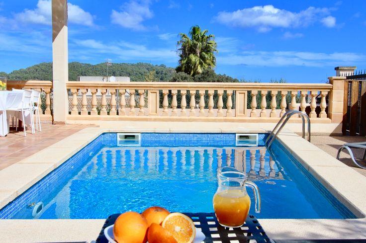 Günstiges Ferien Chalet an der Nordostküste Mallorcas mit Meerblick für 8 Personen mit Pool.