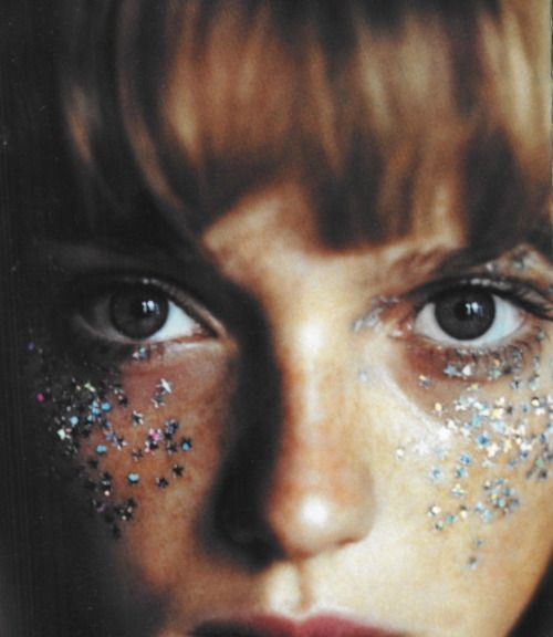 """The Shining"", Vogue UK, June 1999 Photographer : Paolo Roversi: Paolo Roversi, Faces Paintings, Dark Circles, Soft Grunge, Vogue Uk, Glitter Makeup, Music Festivals, Glitter Eye, Beautiful Girls"