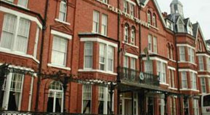 Glen Usk Hotel Llandrindod Wells Set in the centre of mid-Wales spa town of Llandrindod Wells, the Glen Usk Hotel has a spacious bar lounge, restaurant and sun patio overlooking Temple Gardens. There is free Wi-Fi in public areas of the building.