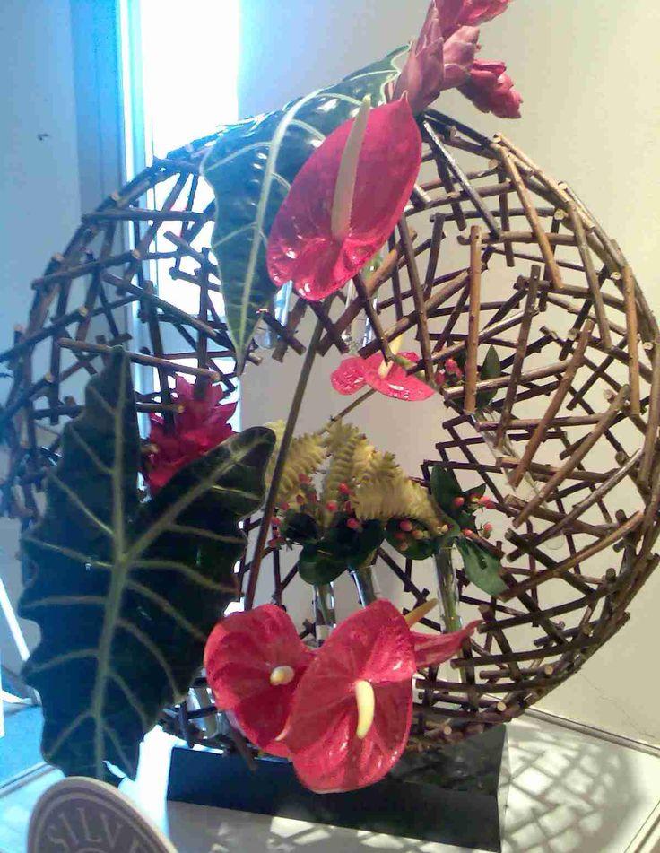 The 29 best images about armature design on pinterest manzanita eclectic design and belgium - Arreglos florales creativos ...