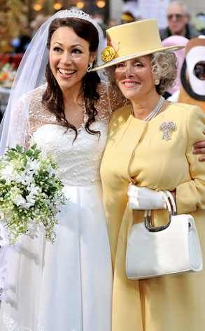 Ann Curry & Meredith Vieira from Best Celebrity Halloween Costumes  All hail the Queen's doppelgänger!