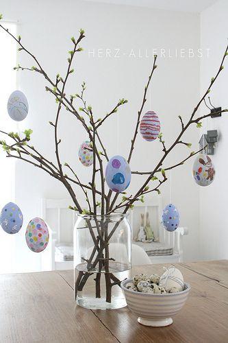 Puede hacer que cada niño decore su propio huevo de Pascua. You can have each child decorate their own #Easter egg!