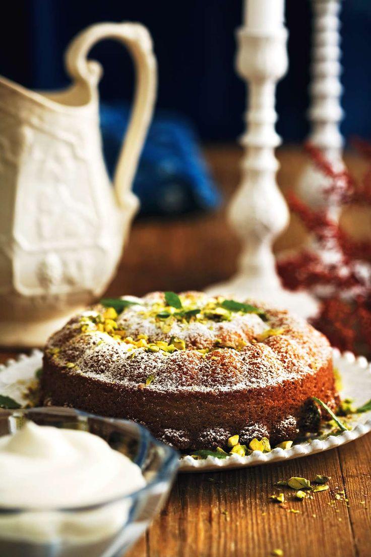 En saftig och lättlagad kaka som blir som en blandning av mazarin och sockerkaka. Foto Lennart Weibull. http://www.lantliv.com/mat-vin/lattlagad-kaka-med-pistasch-saffran/