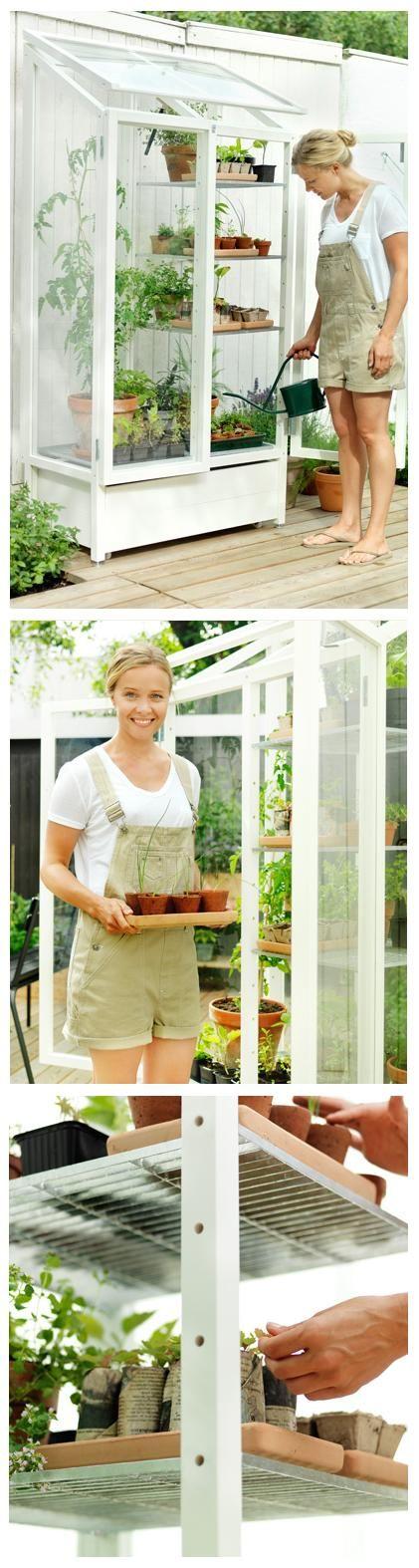Amazing mini-greenhouse, my manlief weet dit net nog nie maar op ons deck sal ek graag so een wil he :) (Diy Apartment Balcony)