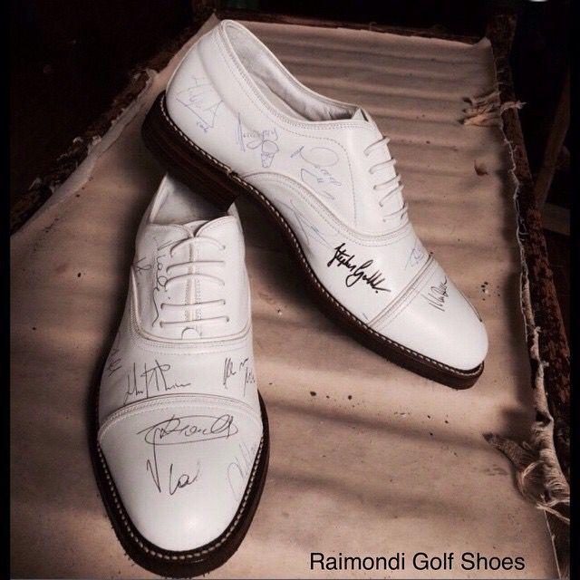 Gli Amici della Fondazione Vialli e Mauro hanno reso unico questo paio di scarpe Raimondi. #raimondi #raimondiclub #raimondigolfshoes #fondazionevialliemauro #SLAncioDiVita #golf #shoes #golfshoes #HandMadeinItaly #madeinitaly #originali  http://www.raimondigolf.com/index/2014/06/vialli-mauro-le-immagini/ golf shoes