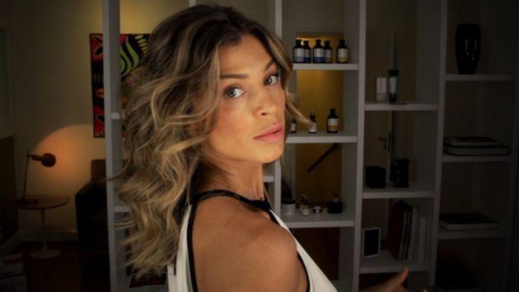 Aprenda a deixar o cabelo com cachos soltos e um movimento natural