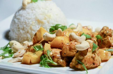 Deze mango curry met kip is een van de toppertjes uit de Fitgirlcode Guide. Twijfel je nog een beetje? Dan zal dit recept je zeker over de streep trekken.