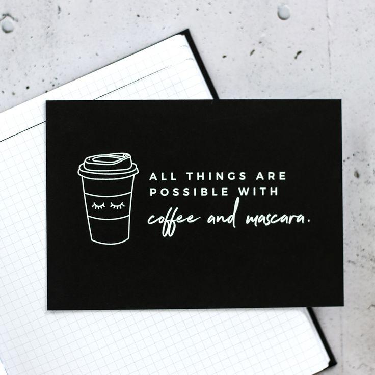 Mit Mascara on fleek und einem Kaffee in der Hand sieht die Welt eines müden Morgenmuffels gleich ganz anders aus.