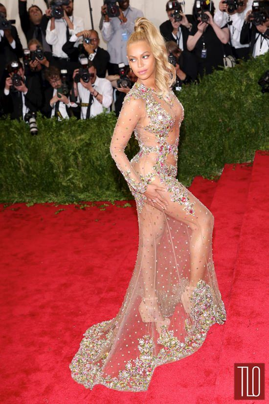 Beyonce-Met-Gala-2015-Red-Carpet-Fashion-Givenchy-Couture-Tom-Lorenzo-Site-TLO (6)