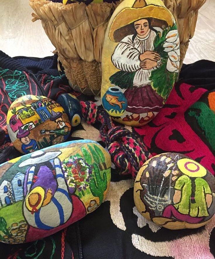 Mexico#americano#stoneartbysolmaz #bymyhand #meksikalılar#americanartisan #elemeğim#taşboyama#sanat#kadınlar#womanispower #ottomandesign #handmadestoneart