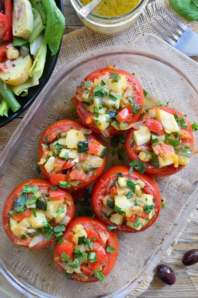 Tomates Rellenos Vegetarianos y Ensalada Niçoise