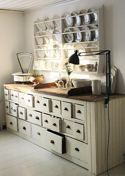 des tiroirs et du blanc : le top!  il y aurait ce meuble dans ma cuisine