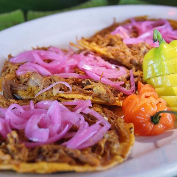 Aprende a preparar cochinita pibil en olla express con esta rica y fácil receta.  La cochinita pibil es una receta típica de la región mexicana de Yucatán. Para que...