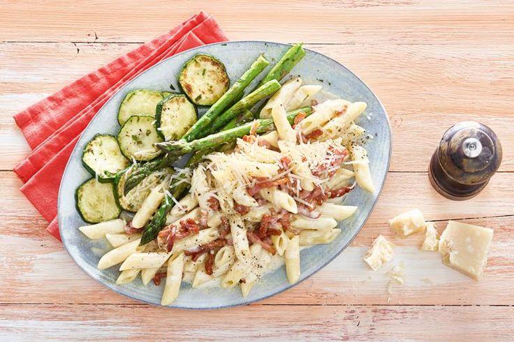 Kijk wat een lekker recept ik heb gevonden op Allerhande! Pasta carbonara met courgette en groene asperges
