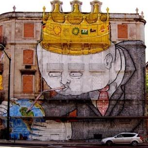 Blu est ce que l'on peut appelé, un artiste innarêtable, un fugitif de l'art contemporain qui traverse le monde entier pour y afficher ses oeuvres gigantesquement peinturées ! Peinturées, oui, puisque Blu, a délaissé bombe et aérosol pour les rouleaux et les échafaudages comme si nous n'étions pas déjà assez épatés ! Je vous propose de découvrir une rétrospective sur son travail !