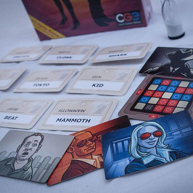 Spymasters give one-word clues that can point to multiple words on the board #codenames ##spymaster #new #skandinavien #2016 #boardgames #boardgame #brætspil #brädspel #brettspill @czech_games_edition
