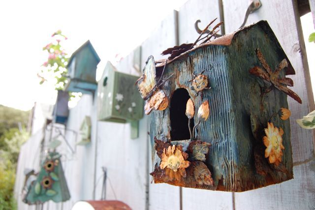I like my friend L-A's nicely staged collection of birdhouses. It's not the what that counts but the how.
