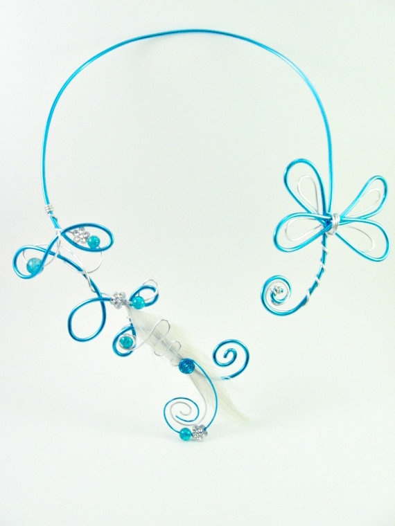 Necklace in wire wrapped aluminium, feathers and beads (silver, white and turquoise)