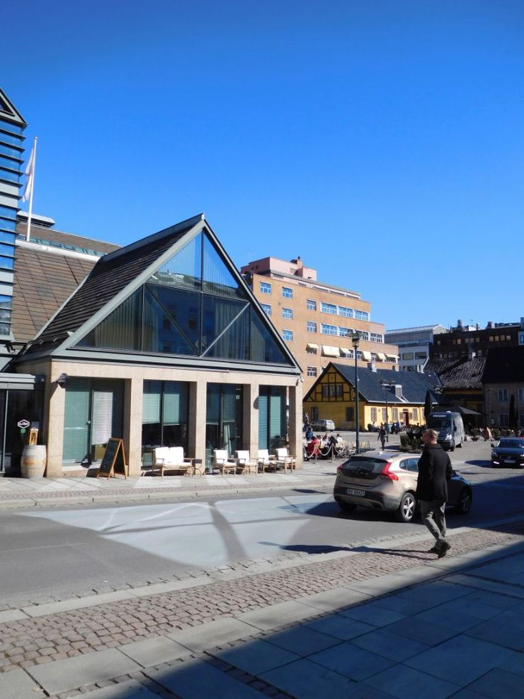 Christiania Torv viser hvordan moderne arkitektur kan ta hensyn til historisk bebyggelse på en vellykket måte.