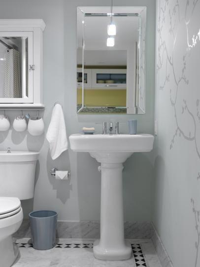 8 Möglichkeiten zur Aufbewahrung in einem winzigen Badezimmer