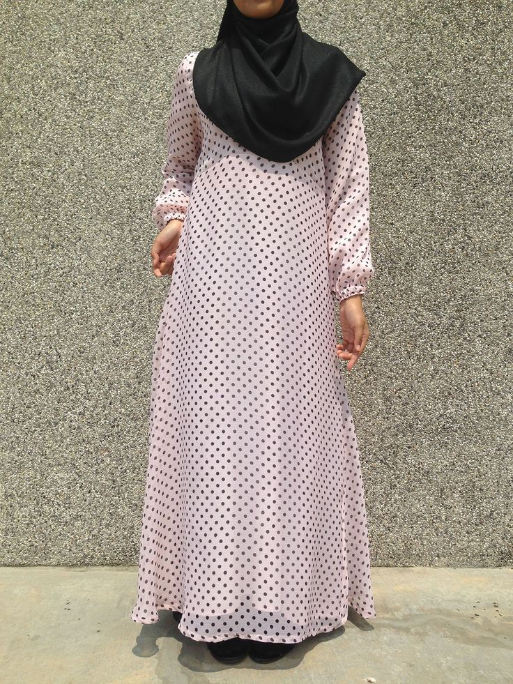 Made of fully-lined chiffon and bubbly colours in 4 sweet polka-dot combinations, the Dayanah Polka Dot Dress is great for casual or daily wear because it is really so easy to don. It comes with a Vertical Zip access for a quick and convenient nursing session.  Colour: Baby Pink with Black Polka